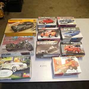 Lot # 250 - Model Car Kits