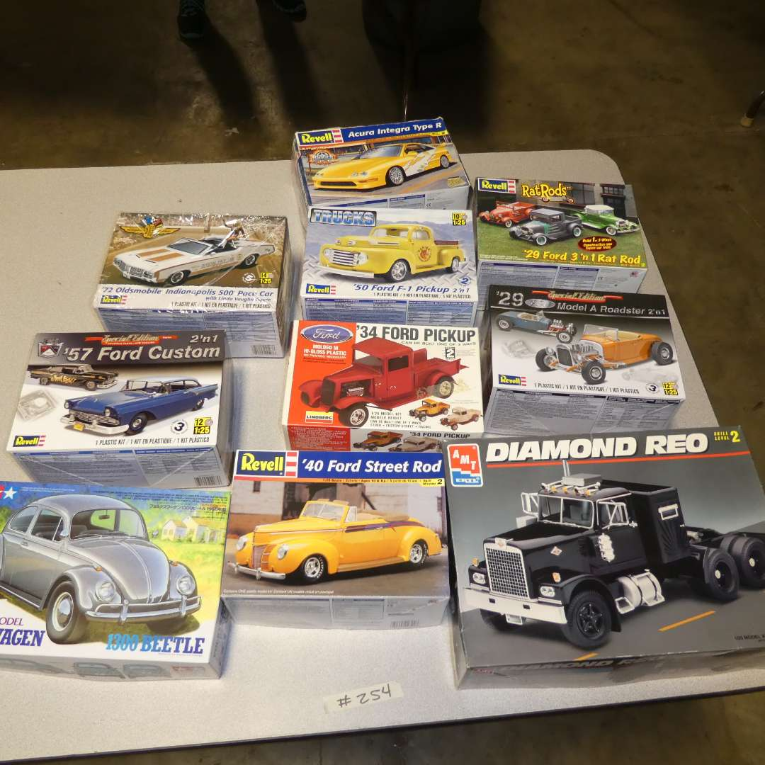 Lot # 254 - Model Car Kits (main image)
