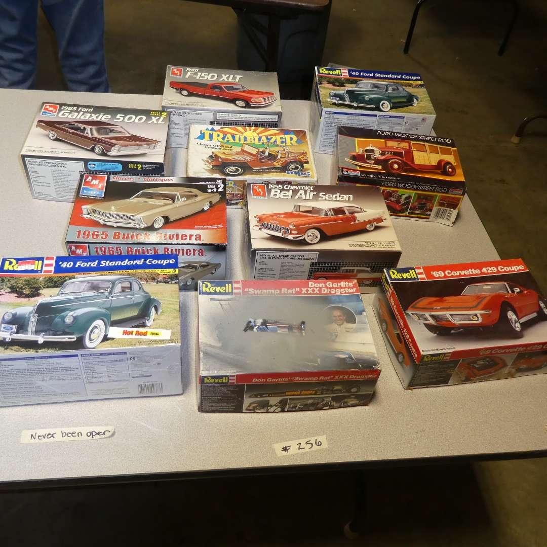 Lot # 256 - Model Car Kits (main image)