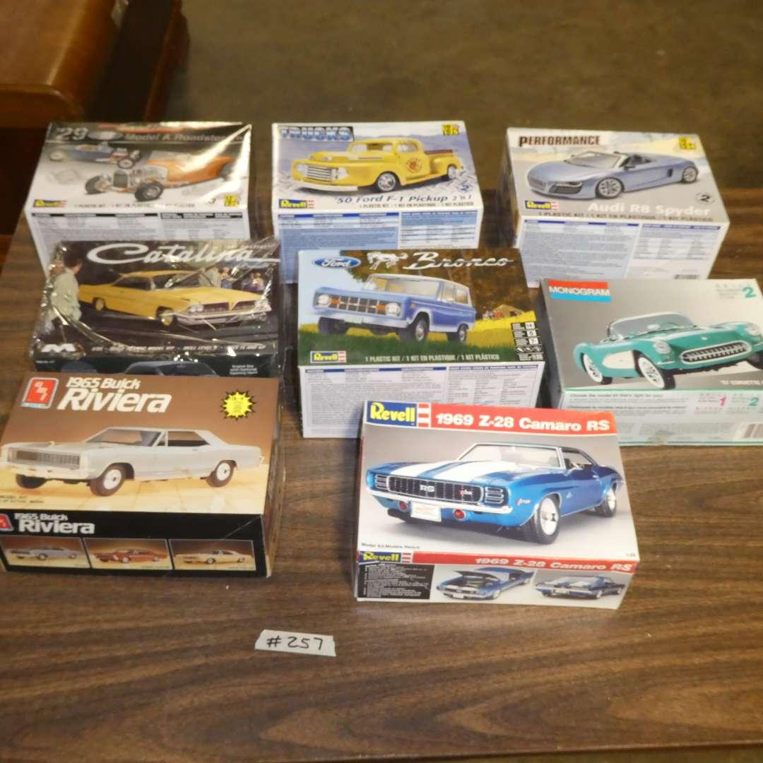 Lot # 257 - Model Car Kits (main image)