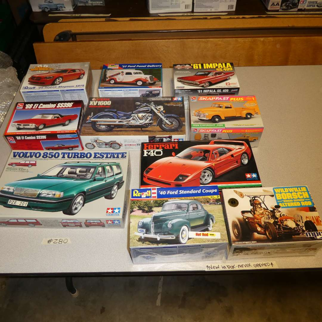 Lot # 280 - Model Car Kits (main image)
