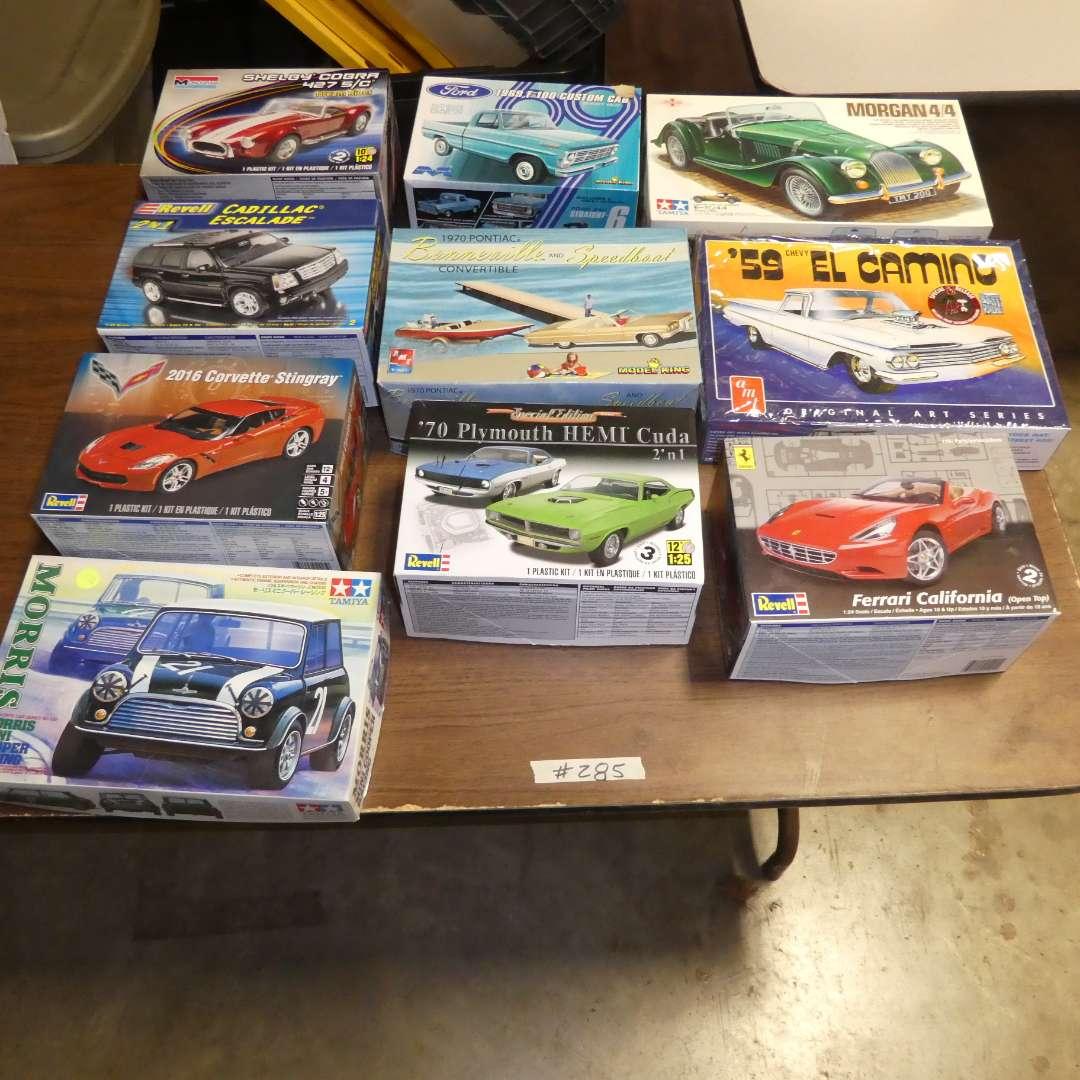 Lot # 285 - Model Car Kits (main image)