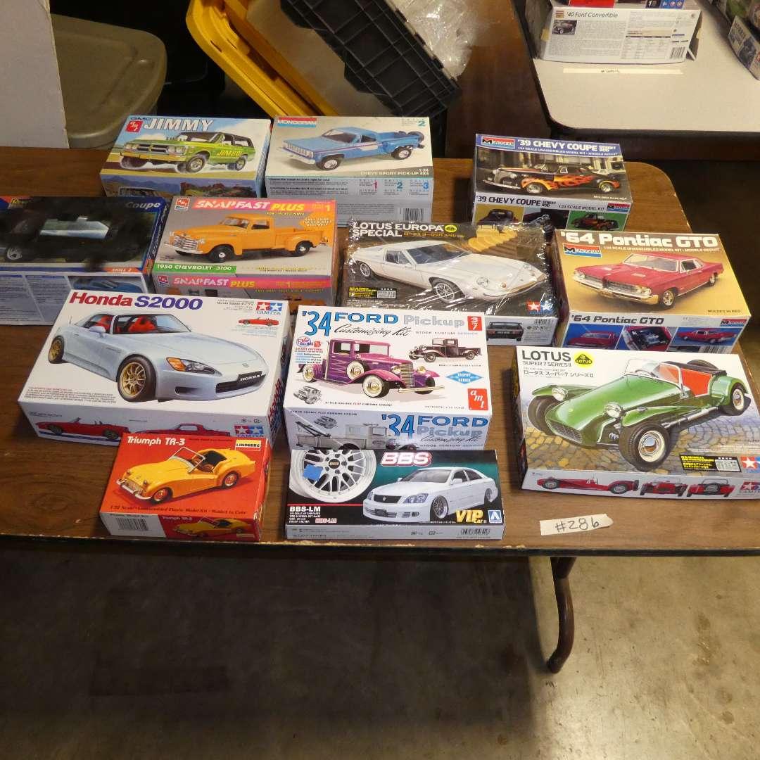 Lot # 286 - Model Car Kits (main image)