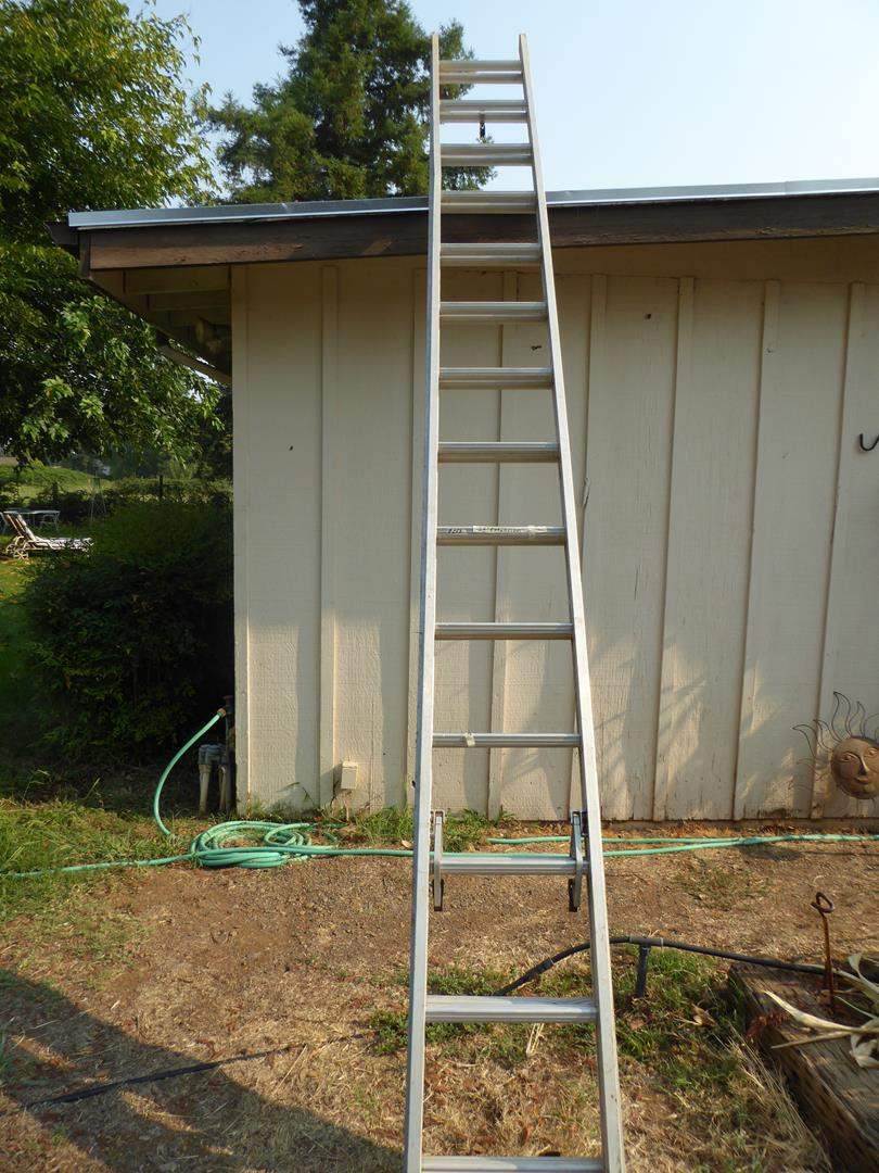 Lot # 253 - 28' Extension Ladder (main image)