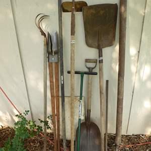 Lot # 260 - Yard & Garden Tools