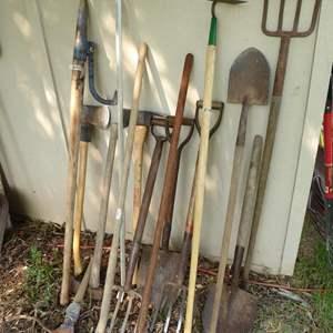 Lot # 262 - Yard & Garden Tools