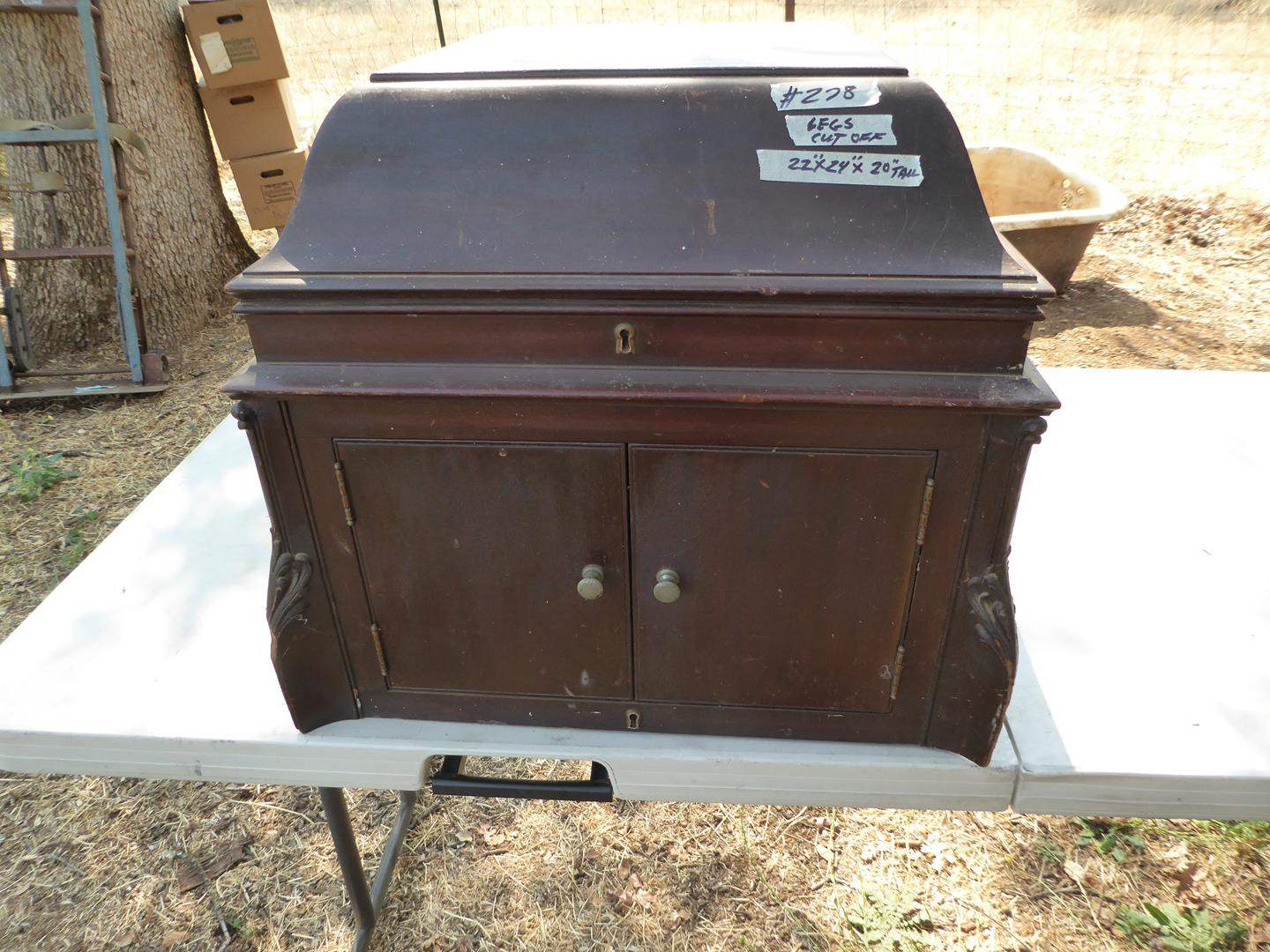 Lot # 278 - Victor Victrola Phonograph (Legs cut off & turntable turns slowly) (main image)