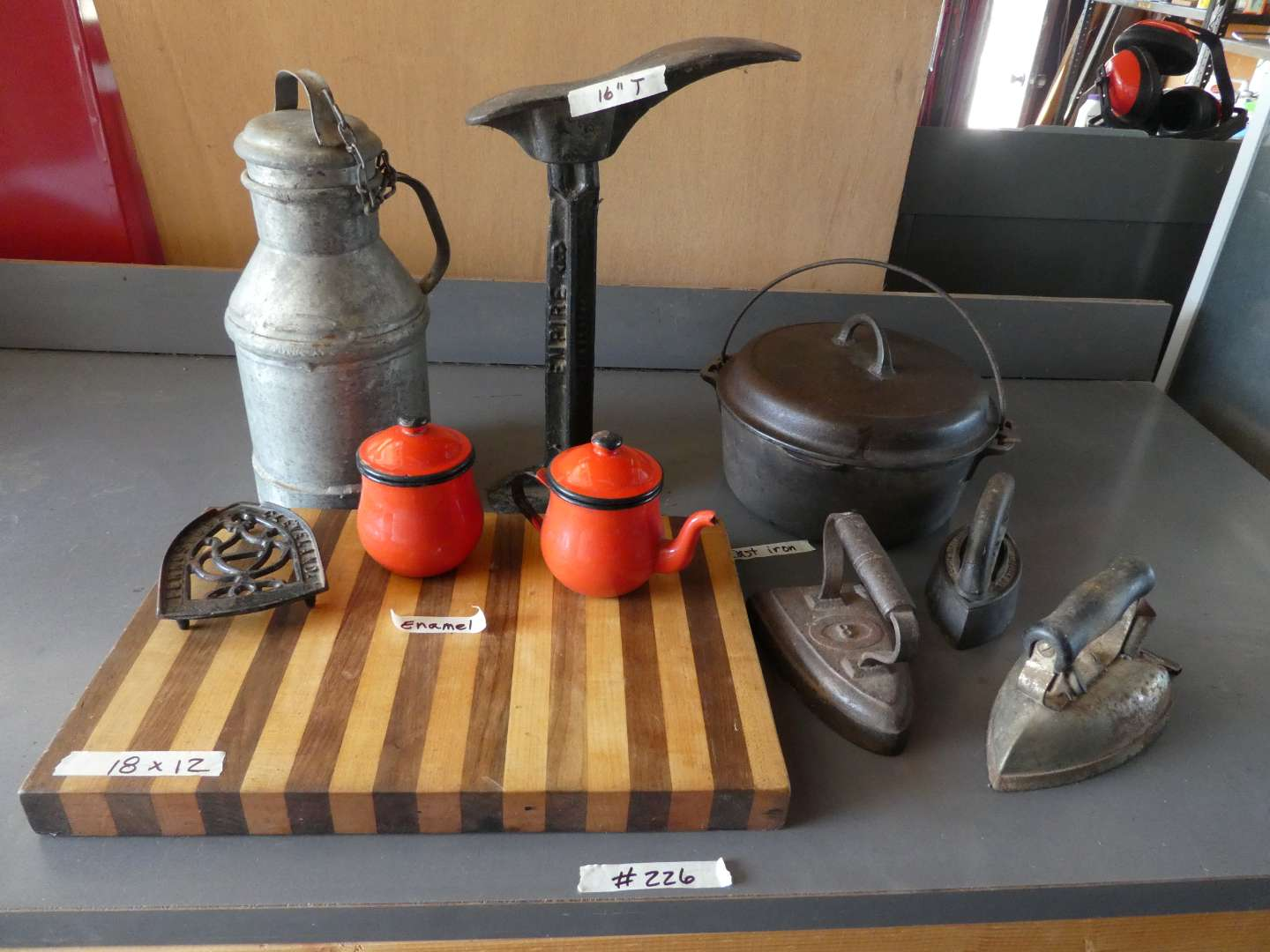 Lot # 226 - Misc. Decor And Kitchen Wares (main image)