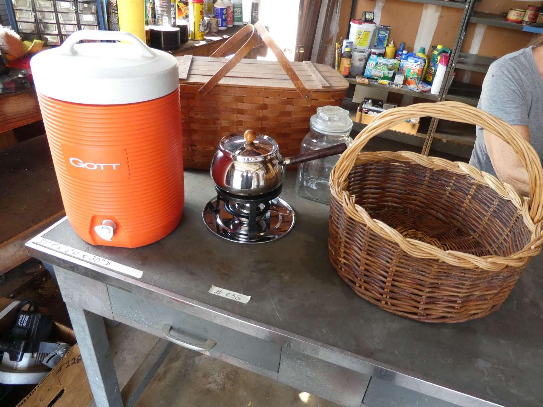 Lot # 238 - Igloo beverage dispenser, baskets, fondue pot (main image)