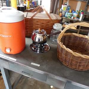 Lot # 238 - Igloo beverage dispenser, baskets, fondue pot