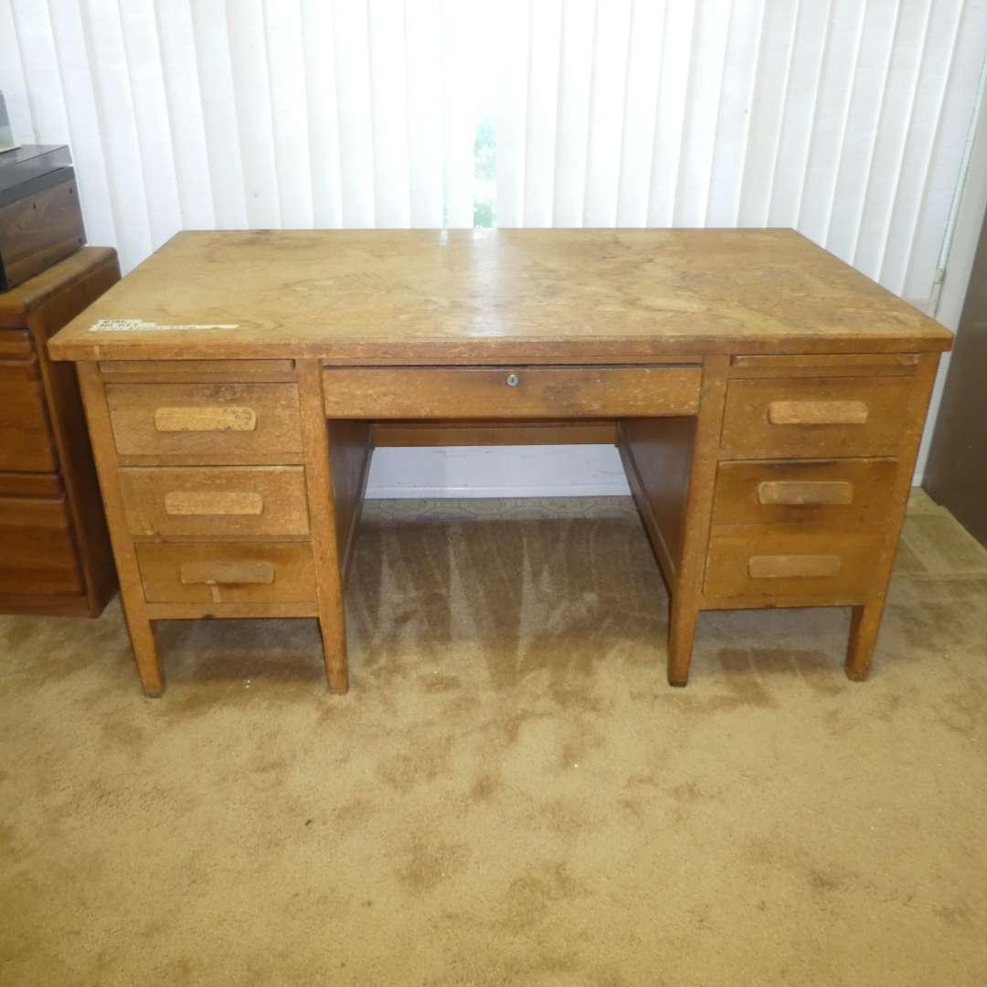 Lot # 186 -  Large Solid Oak Desk (Need Some TLC) (main image)
