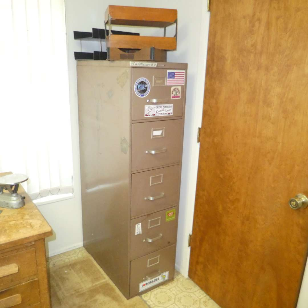 Lot # 190 - 5 Drawer Filing Cabinet  (main image)