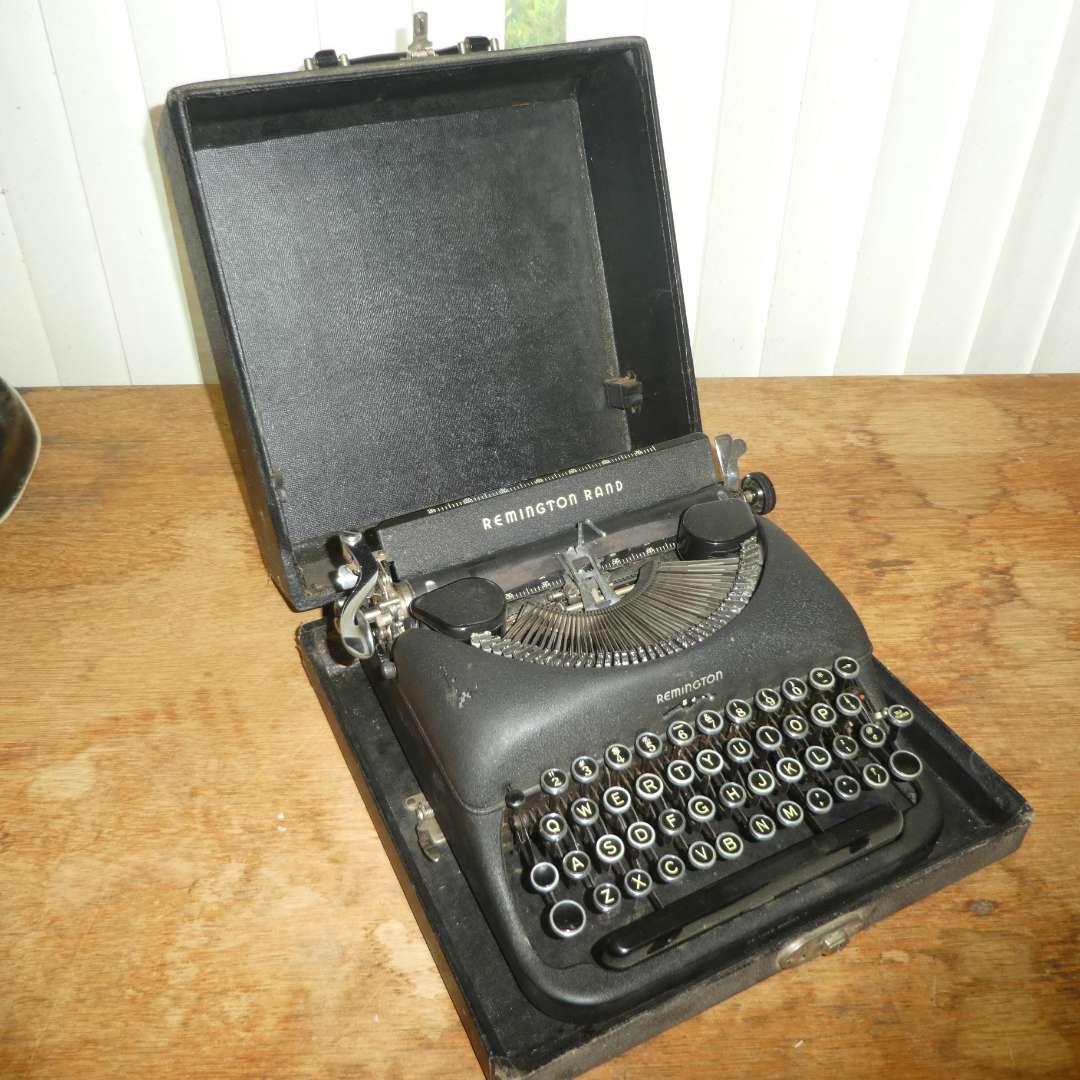 Lot # 199 - Remington Rand De Luxe Model 5 Typewriter (main image)