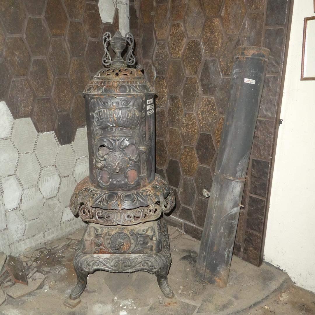 Lot # 51 - Antique Iron Seneca Oak 114 Parlor Wood Stove w/Stove Pipe (main image)