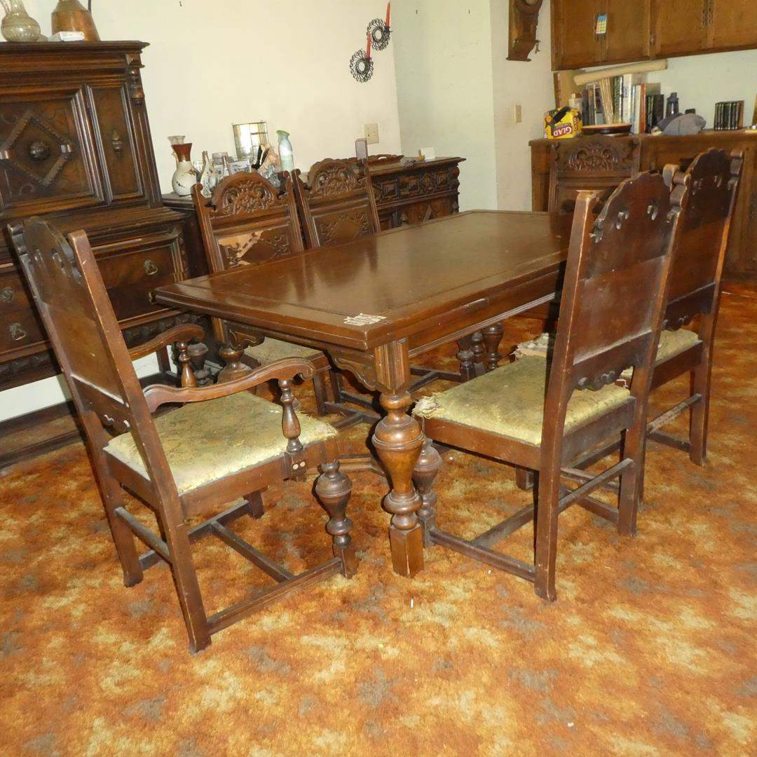 Lot # 55 - Vintage Wooden Extendable Dining Table w/Pull Out Leaves & 6 Chairs (For Restoration) (main image)