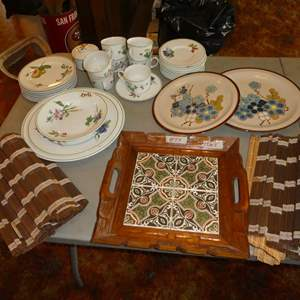 Lot # 59 - Tile Top Tray, Made in Japan Bamboo Placemats & Savoir Vivre Dishes