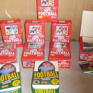 Lot # 400 - 10 Boxes 1990 Score & Fleer NFL Football Player Cards