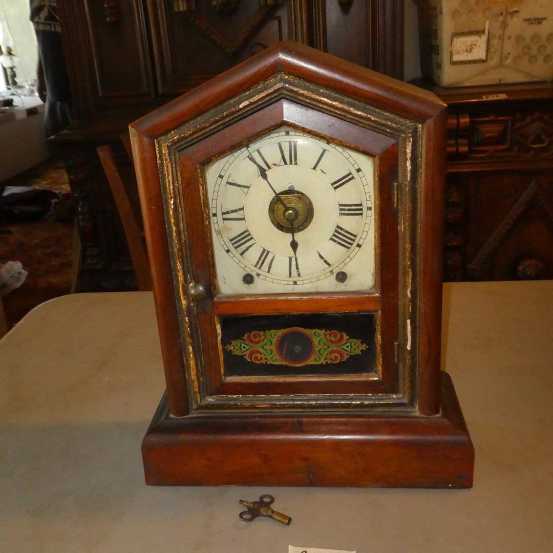 Lot # 137 - Antique Regulator Mantle Clock w/Key - Runs (main image)