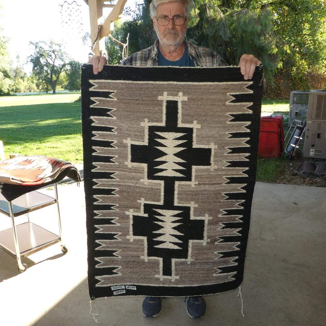 Lot # 289 - Vintage Navajo Rug (main image)