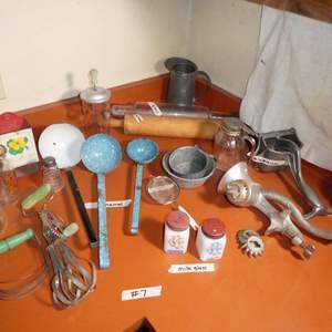 Lot # 7 - Vintage Kitchen Tools