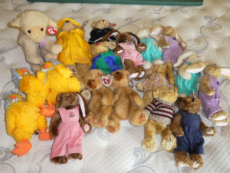 Lot # 23 - Beanie Babies  (main image)