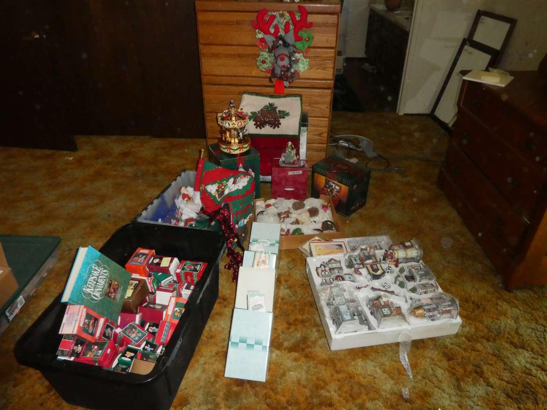 Lot # 33 - Christmas Decorations (main image)