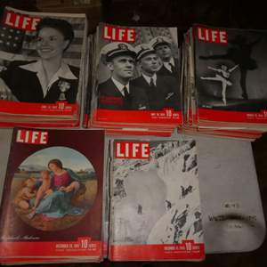 Lot # 48 - WWII Era LIFE Magazines