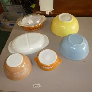 Auction Thumbnail for: Lot # 157 - Vintage Pyrex Mixing Bowls & Lidded Casserole Dish