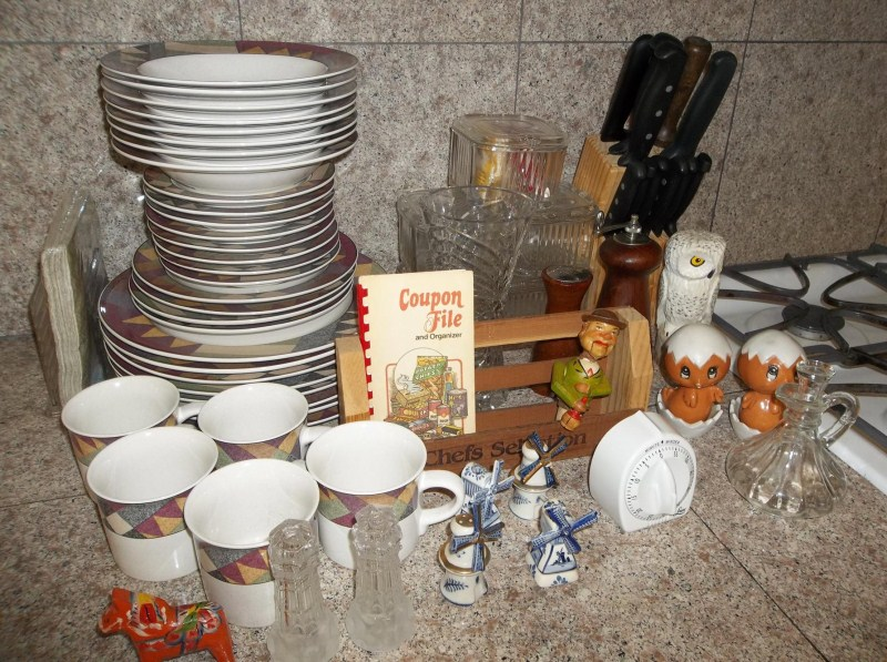 Lot of Lot Misc Kitchen Items Salt & Peppers Dishes Knives (main image)