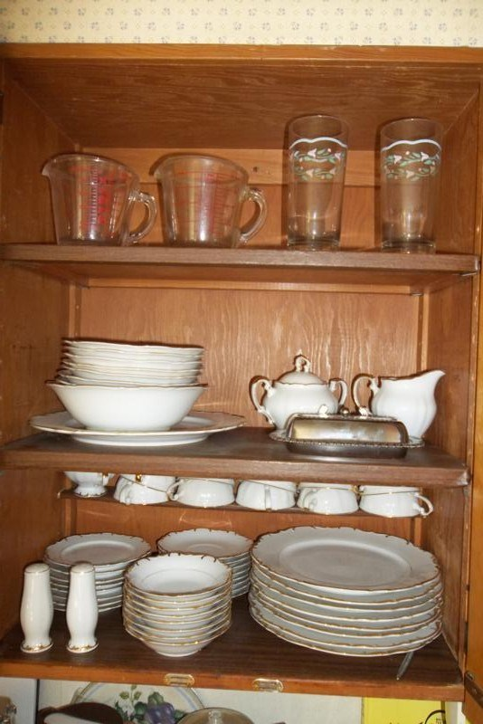 Contents of Shelves - Nice Set of China - Pyrex Measuring Cups (main image)