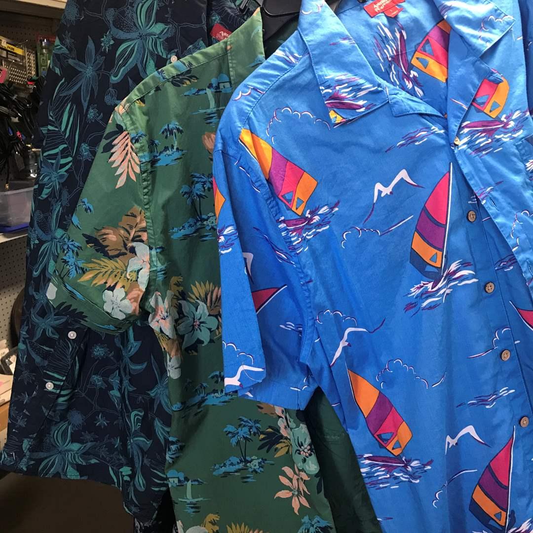 Lot # 51 - 3 Hawaiian Shirts, New, with Tags (main image)