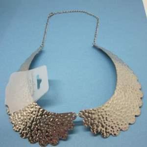 Lot # 16 - Fun Fashion Jewelry Necklace