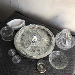 Lot # 9 - Spin hor d'oeuvres Plater with Glass Trays, Glass items, Individual Trays