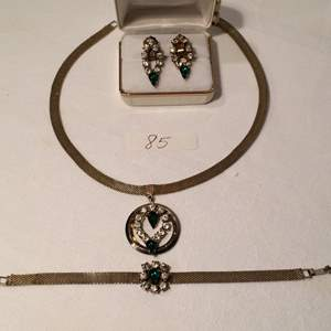 Auction Thumbnail for: Lot# 85 Green Matching set  necklace, clip earrings and bracelet