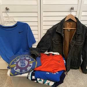 Lot # 15- Men's Old Navy Jeans Jacket Size XL, Nike Dri Fit Shirt (L), T-shirts. * barely worn.