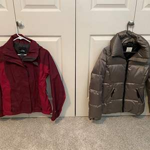 Lot # 17- The North Face Ski Coat Size S, Puffy Down Silver Jacket size S.