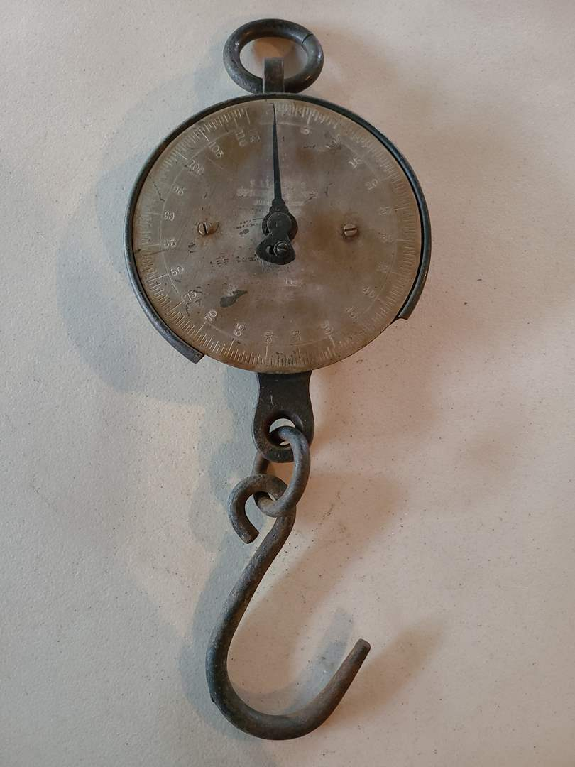 Lot# 10 - Vintage Metal Hanging Scale (main image)