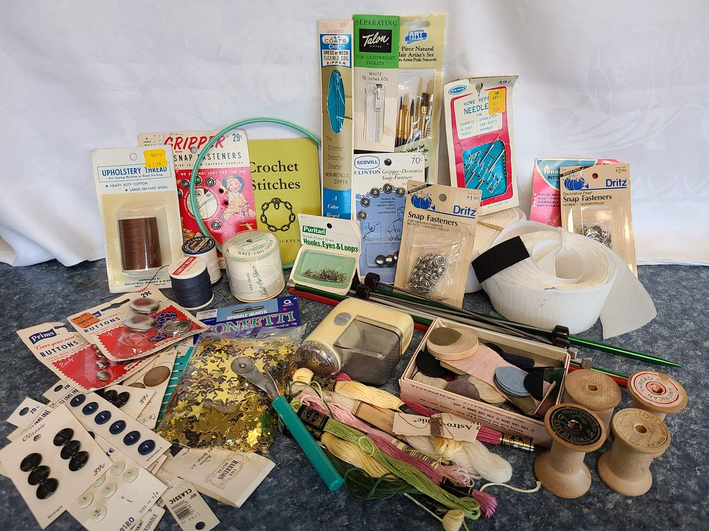 Lot# 53 - A bunch of Sewing Findings and Sweater Shaver (main image)