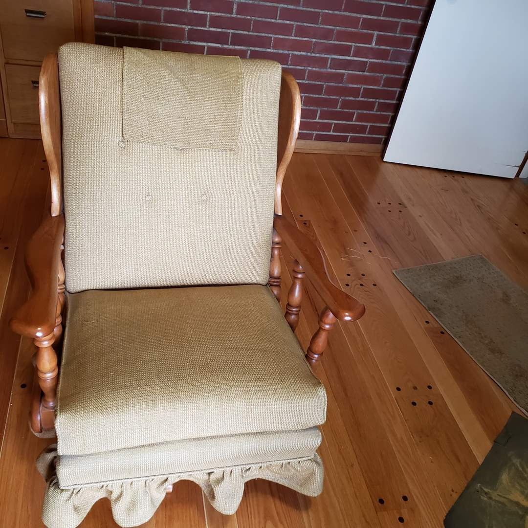 Lot# 78 - Antique Old Maple Rocking Chair * Super Great Condition * Furniture (main image)