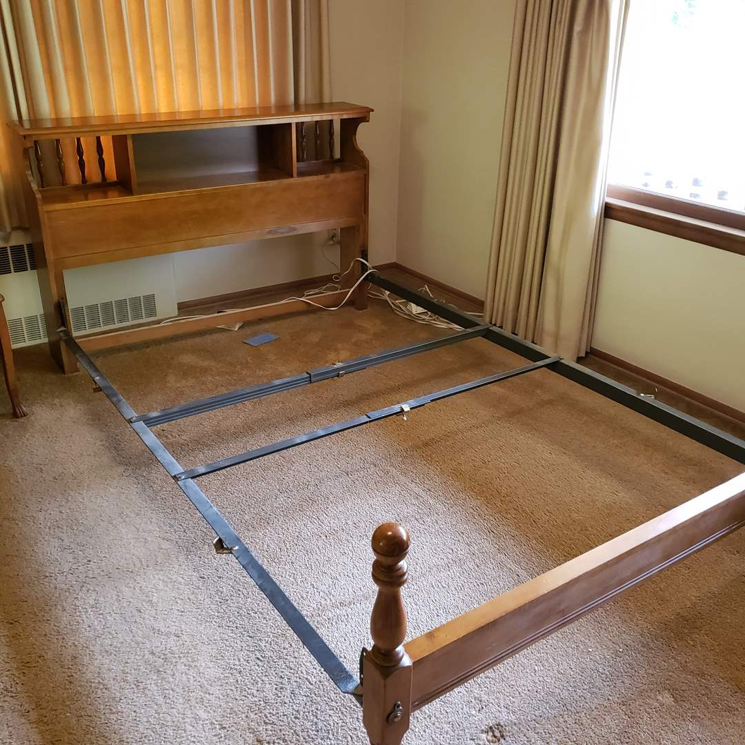 Lot# 85 - Antique Double Bed in Good Condition * Furniture (main image)