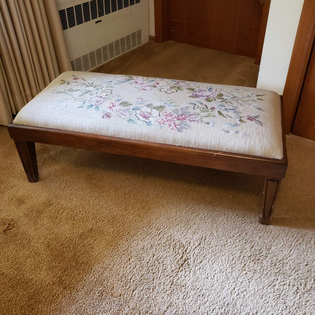 Lot# 86 - Lower Style Bench with Beautiful Handmade cover * Was located at the end of the bed * Furniture  (main image)