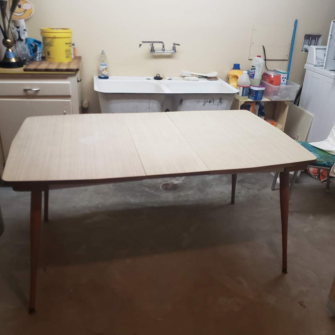 Lot# 88 - Mid-Century Table with 1 leaf & One Metal Good Form Chair * Furniture (main image)