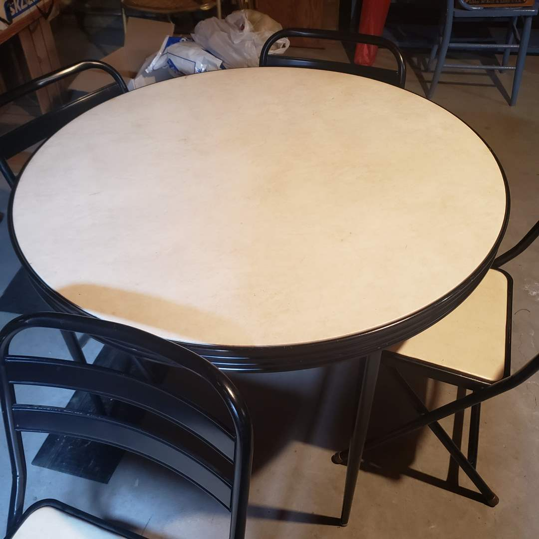 Lot# 92 - Round Folding Card Table with 4 matching chairs (main image)