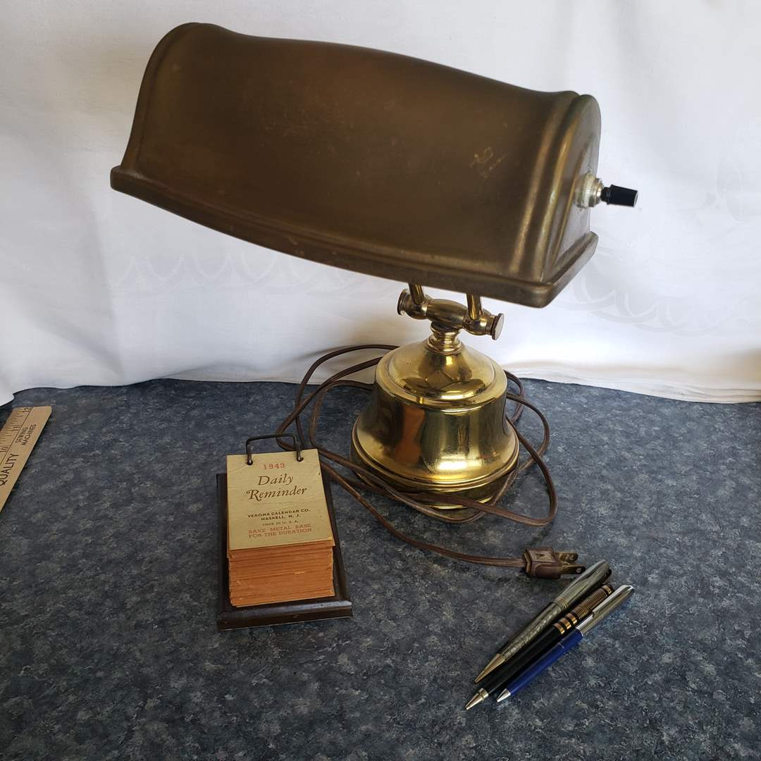 """Lot# 105 - Vintage Working Metal Desk Lamp with 1943 Desk """"Daily Reminder"""" on stand (main image)"""