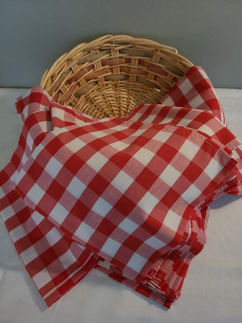 """Lot# 61 - Ready for a Picnic!!  8 Totally Fun Checkered Tablecloths 44"""" square with Basket (main image)"""