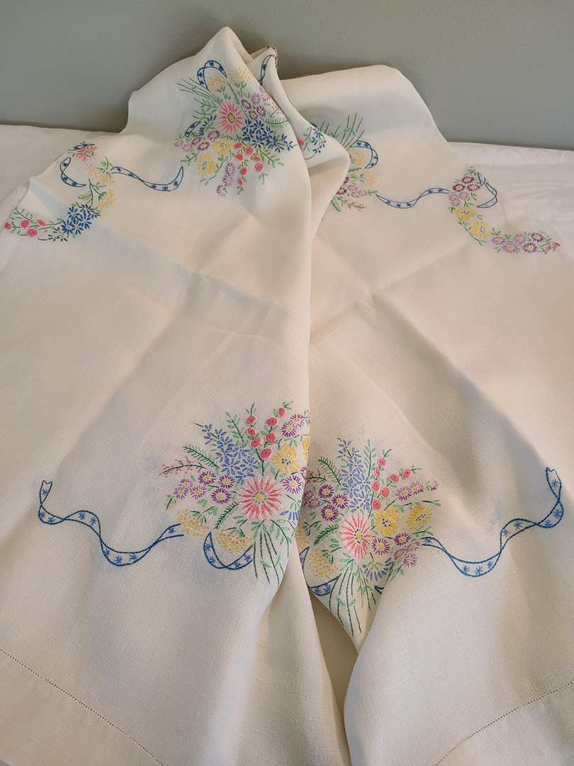 Lot# 62 - Vintage Embroidered Tablecloth * 64x48 * Stain Free (main image)