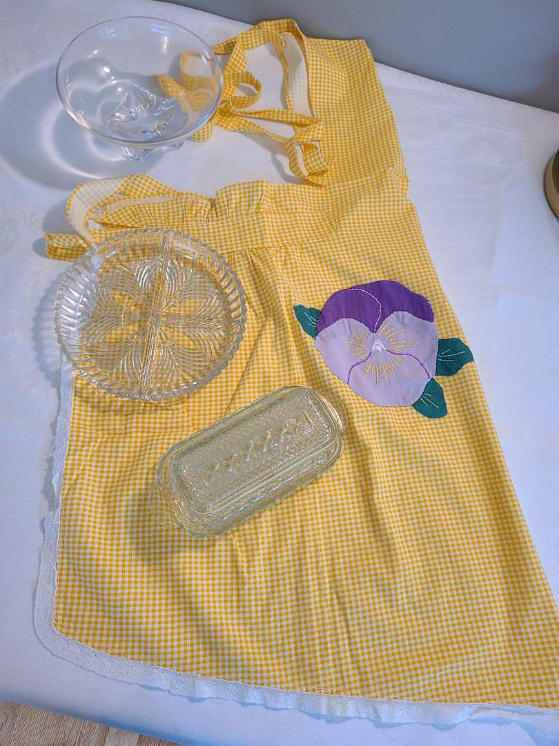 Lot# 69 - Vintage Apron with Serving Pieces (main image)