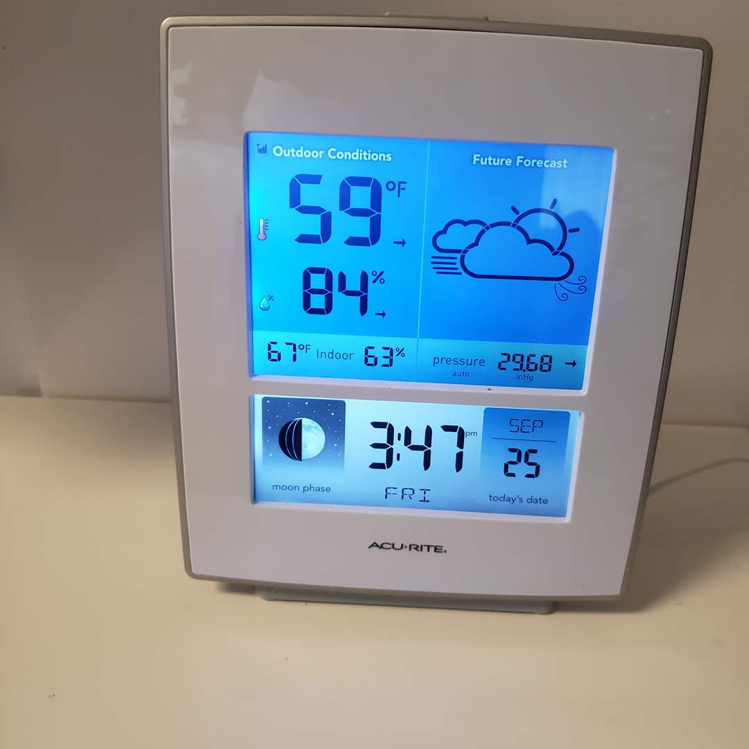 Lot# 110 - Acu-Rite Working Home Temperature/Weather Center (main image)