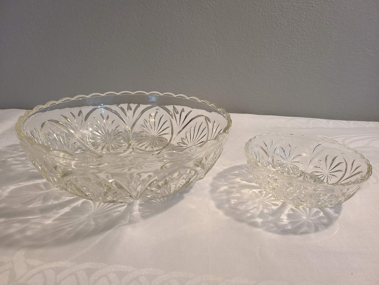 Lot# 158 - 2 Pressed Glass Bowls (main image)