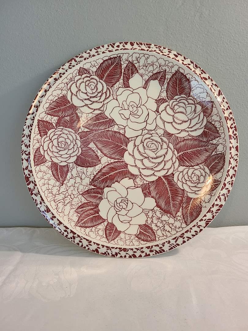 Lot# 144 - Glamour Designed by Aloha * Vernon Kilns Plate (main image)
